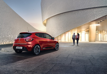 Ayın Hatchback Modeli: Renault Clio HB