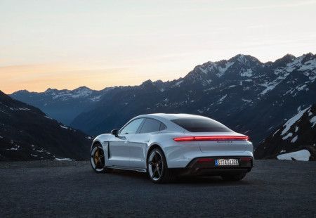 Elektrikli Porsche Taycan Türkiye'de!