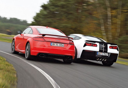 Audi TT RS ve Chevrolet Corvette Stingray