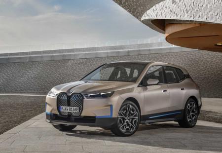 BMW'nin Yüzde Yüz Elektriklisi SUV Nisan'da Geliyor