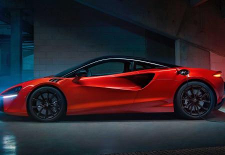 McLaren'in Yeni Gözdesi Kullanıcılara Sunuluyor