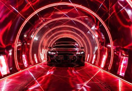 Yeni Audi E-Tron İlk Teaser Görüntülerini Paylaştı