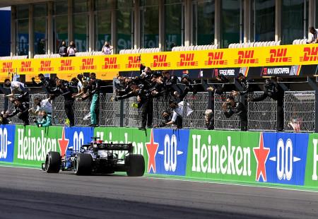 F1 Portekiz Grand Prix'sinin Kazananı Lewis Hamilton