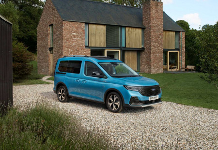 Volkswagen Caddy Omurgası İle Tanıtılan Model: 2021 Ford Tourneo Connect!