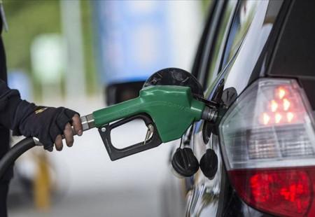 Otomobil Kullanıcılarına Bir Kötü Haber Daha Akaryakıta Çifte Zam